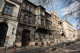 Owned by William Clothier and Peter Grundberg, Brody House is situated in central Pest, 200 m away from Budapest's Hungarian National Museum. It offers access to bar and salon, optional cultural events, free Wi-Fi and luggage storage. Breakfast is served every morning and other meals are available upon request. The 4 rooms are unique and individually designed, all comprising a private bathroom with shower or bathtub. They come with air conditioning and are very high with plenty of natural light. The building of the property dates from the 1850s. There are popular cafes, restaurants and bars in the vicinity of the property. Brody House is 1.5 km away from Gellert Bath and the Vaci Shopping Street. Parking is available in front at a surcharge. Liszt Ferenc Airport is a 30-minute car drive away. 08. Jozsefvaros is a great choice for travellers interested in monuments, architecture and sightseeing. This is our guests' favourite part of Budapest, according to independent reviews.