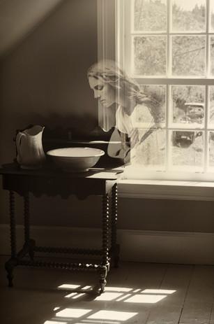 Mary Ryan penchée dans la chambre, Ile Bonaventure 2014.