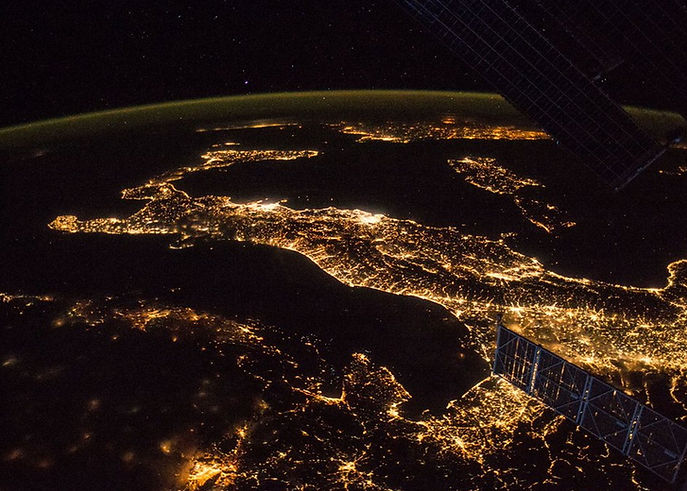 wired_italia_da_satellite_notte.jpg