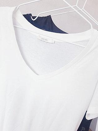 T-shirtwhite V-neck Sissy boy Size L