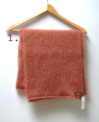 Handknitted scarf Noa in 4 colors