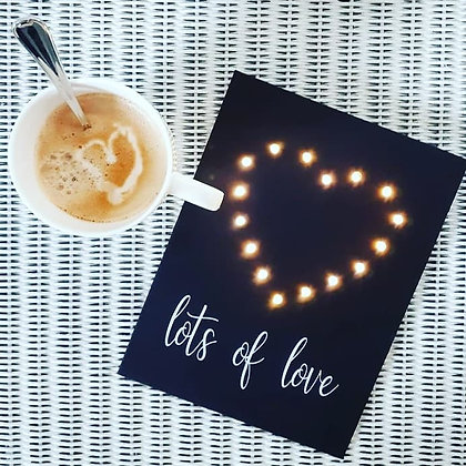 Wenskaart met led lichtjes 'Lots of love'