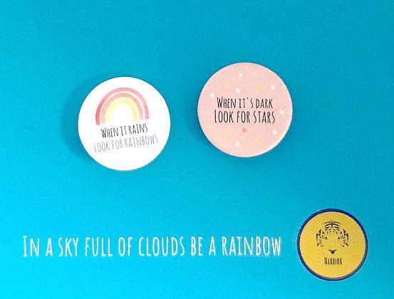 2 buttons op kaart met rainbowquotes