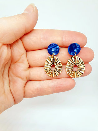 Gold reliëf earring blue