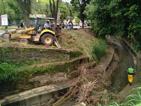 Prefeitura faz força-tarefa para limpeza de bueiros em Volta Redonda