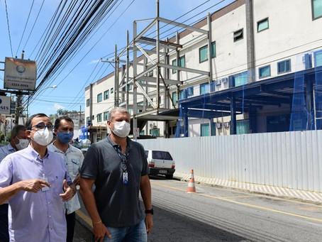 Rodrigo Drable visita obras na Santa Casa