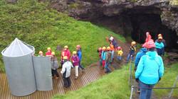 Group going into Vatnshellir