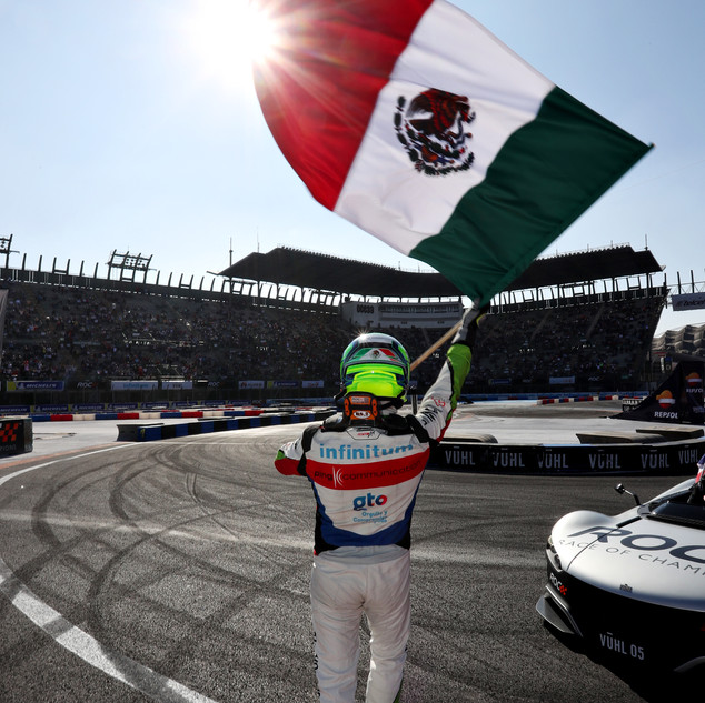 Winner Benito Guerra (MEX) celebrates du