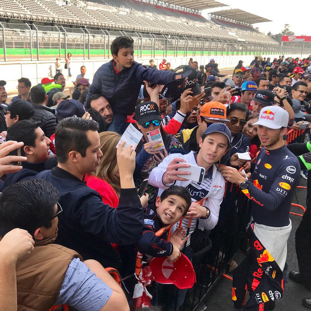 ROC Mexico 2019_Fans autograph session with Pierre Gasly