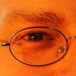 Foto von einem Auge mit Brille