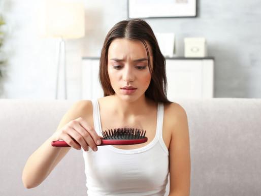 Queda de cabelo: quais são as principais causas e como tratar?