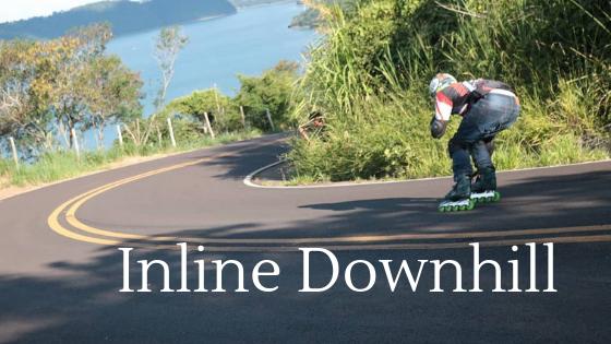 Atleta Dennis Tavares, descendo a serra de Timburi, fazendo curva para a direita, rodeado pela natureza e com uma represa ao fundo da paisagem. Uma linda paisagem e muita adrenalina.