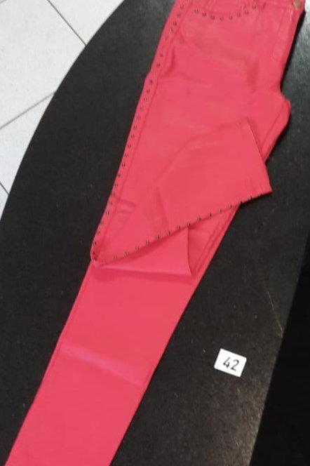 Calça Rosa com detalhes em metal lateral