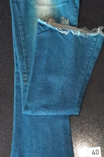 Calça Jeans barra desfiada