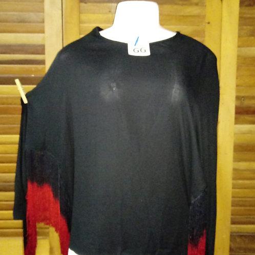 Blusa preta com franjas  degrade vermelhas