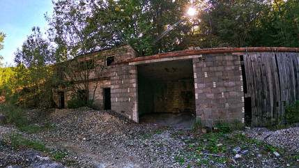 Lost Place - Verlassenes Gebäude im Steinbruch