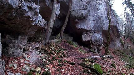 Wandern bei Essing - Kastlhanghöhle, Blautopfquelle