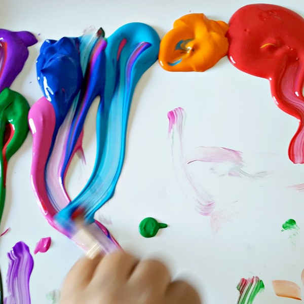 Mixing-colors-painting-activity-for-pres