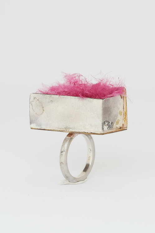 "Ring ""Alchemia"" with pink feather"