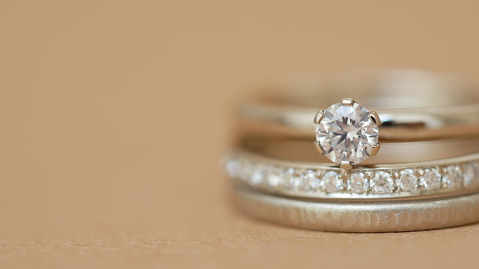 Eheringe und Verlobungsringe.jpg