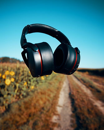 comp michael-oeser-headphones and road.j