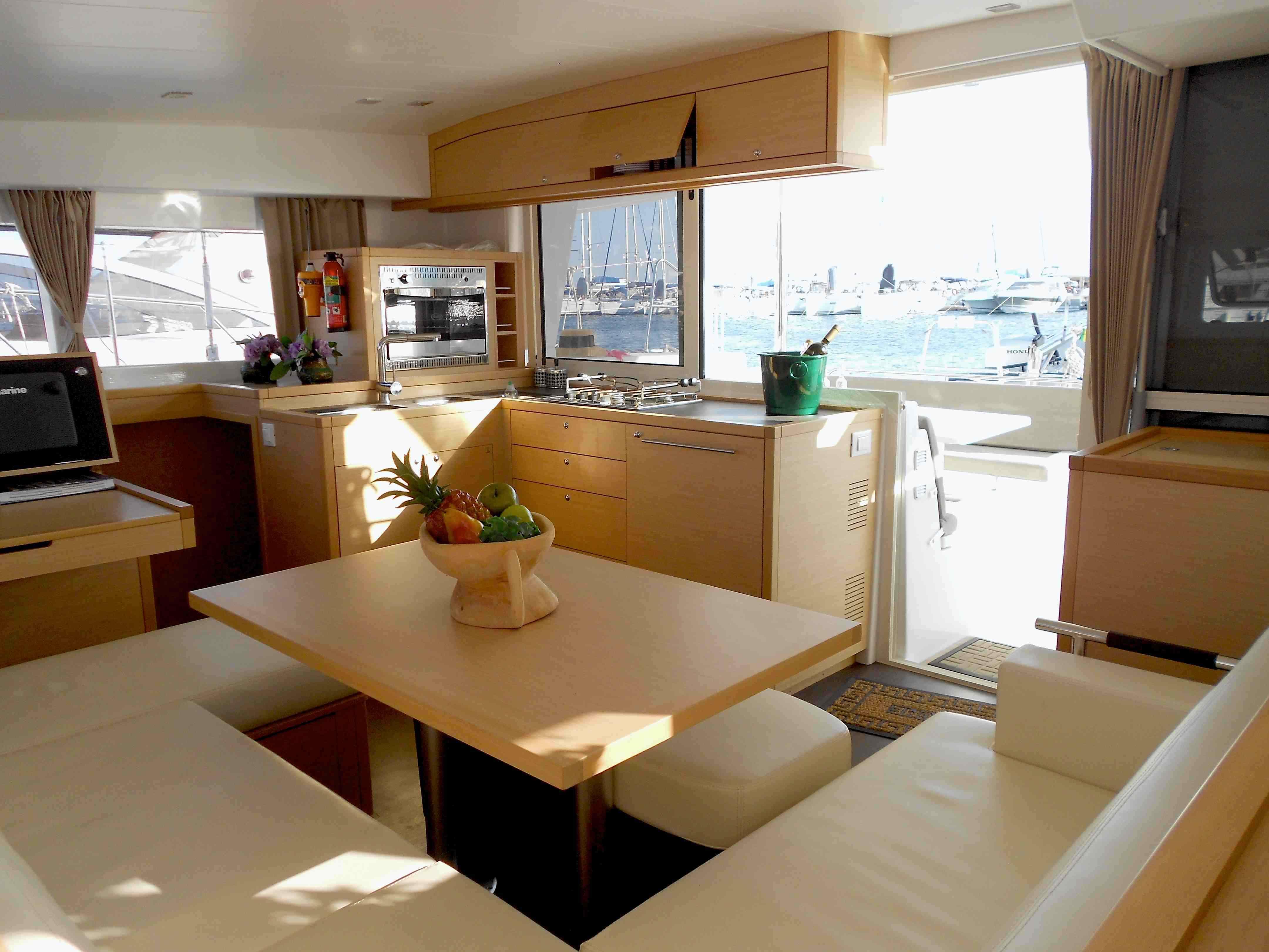 Christal Sailing | intérieur du catamaran