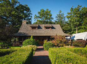 the lodge at Wickham Park in Manchester on of the best wedding venues in Connecticut