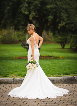 wedding photo of a bride in Foresrt Park in Springfield Massachusetts