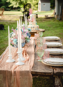 head table inspiration for planning a backyard wedding