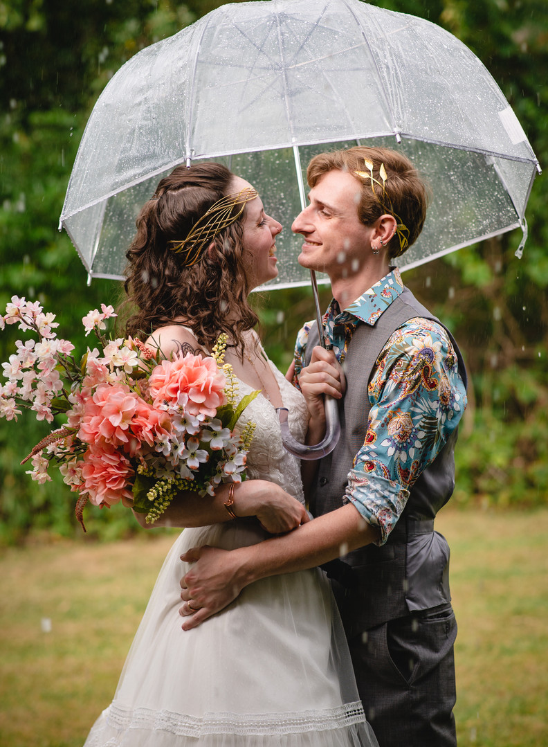 Connecticut wedding photography couple in the rain
