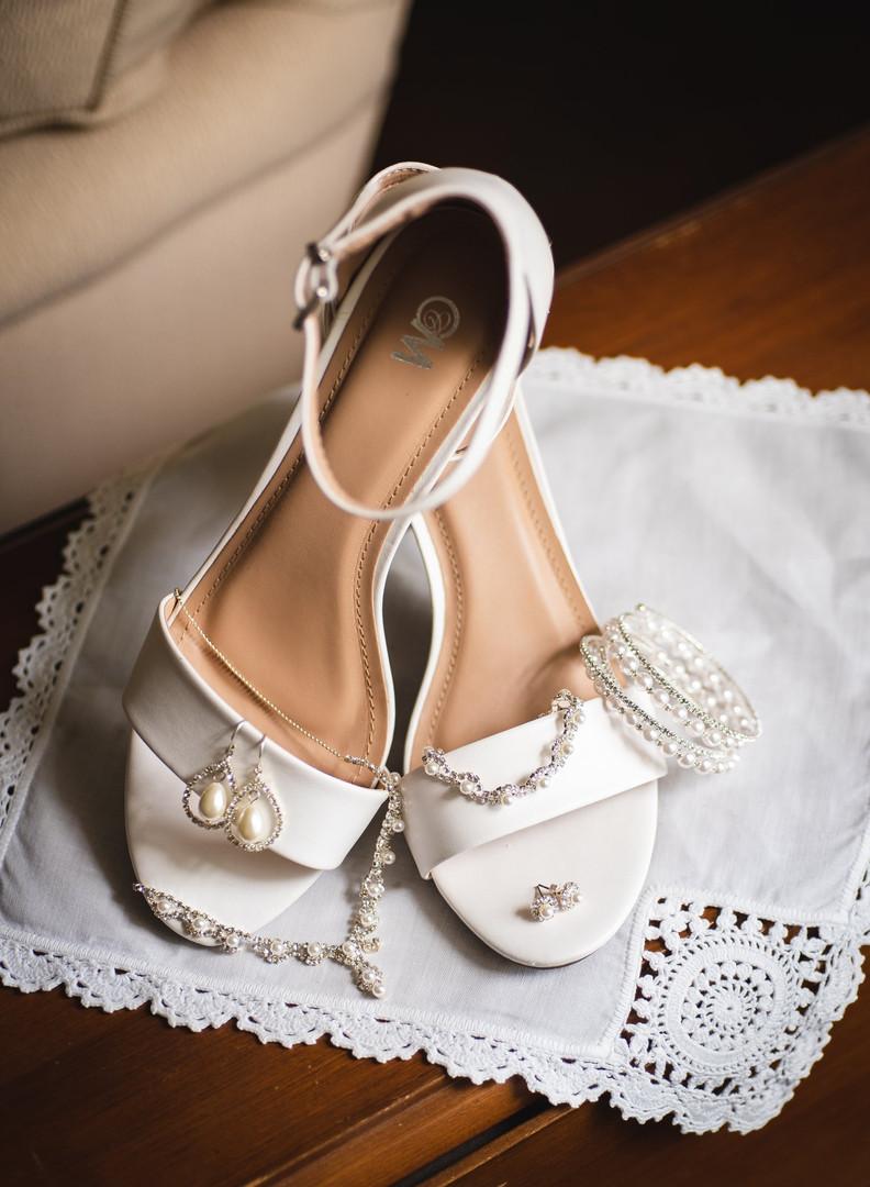 bride's wedding accessories - ct wedding photos