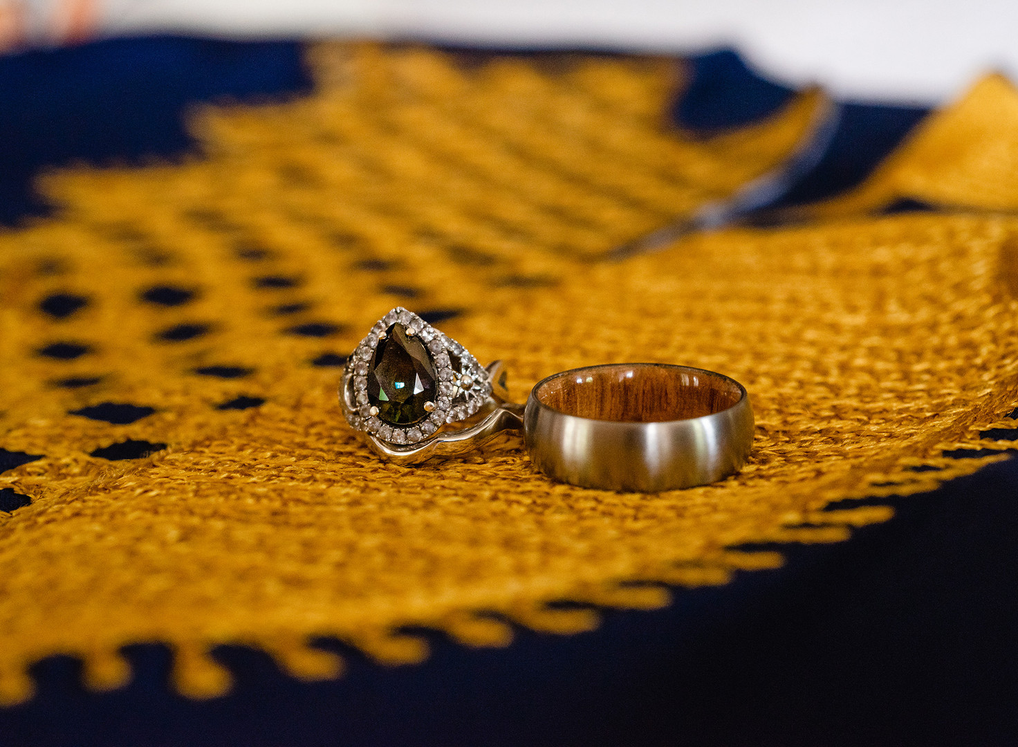 wedding-rings-green-sapphire-african-shi