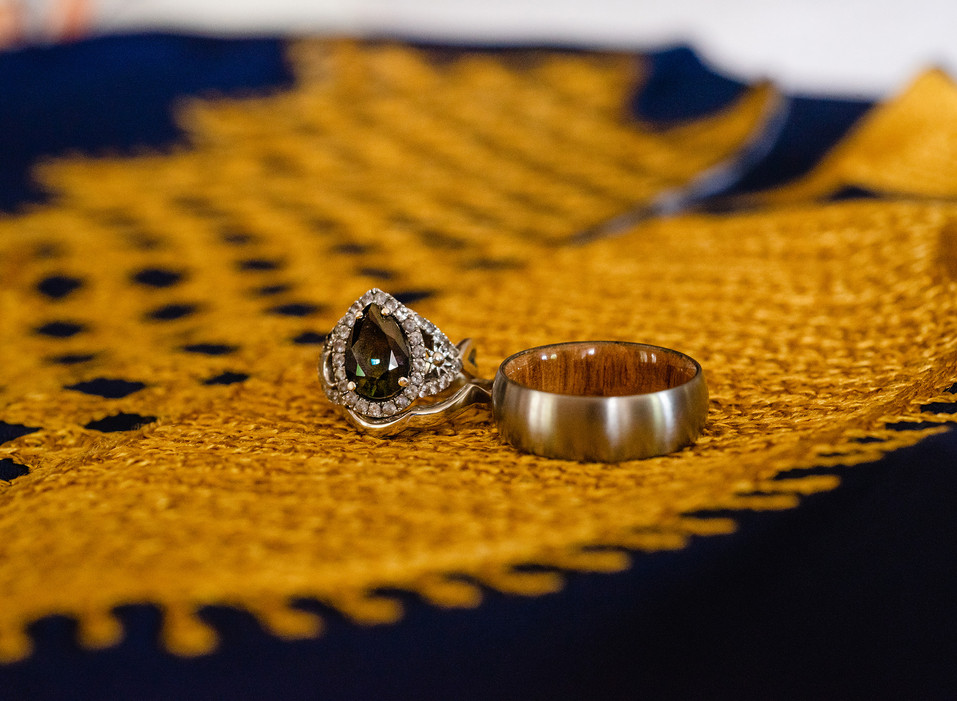 wedding-rings-green-sapphire-african-shi