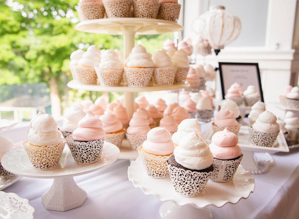 wedding cupcake dessrt bar