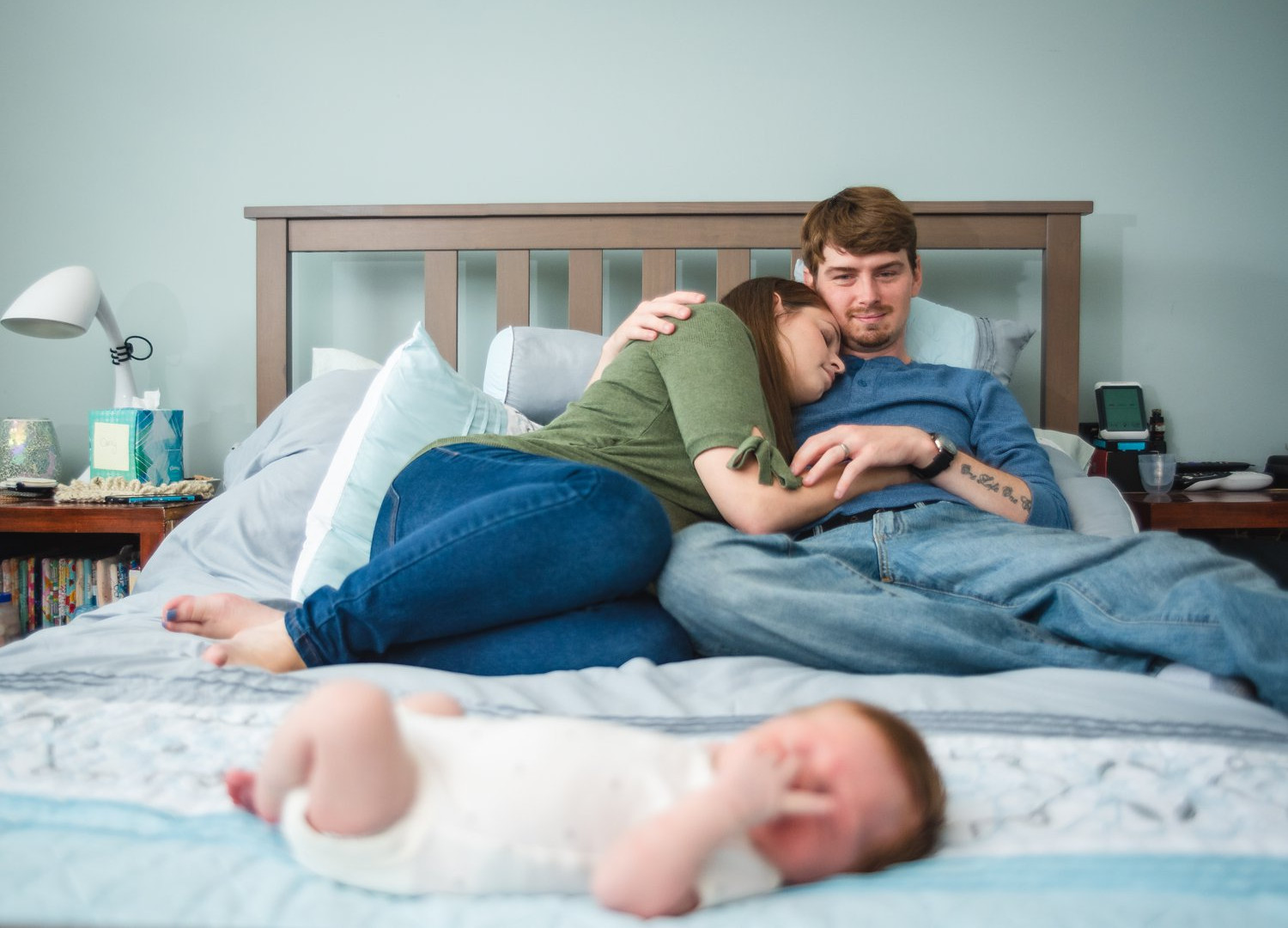 lifestyle photography of family on bed