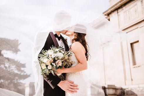 man-and-woman-kissing-2253870_edited.jpg