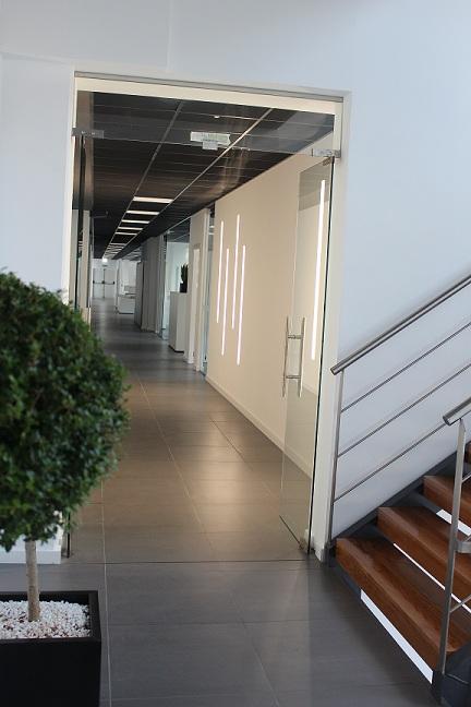 entrada a una planta