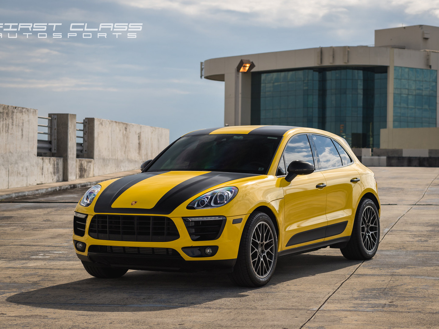 Porsche Macan - Custom racing stripes