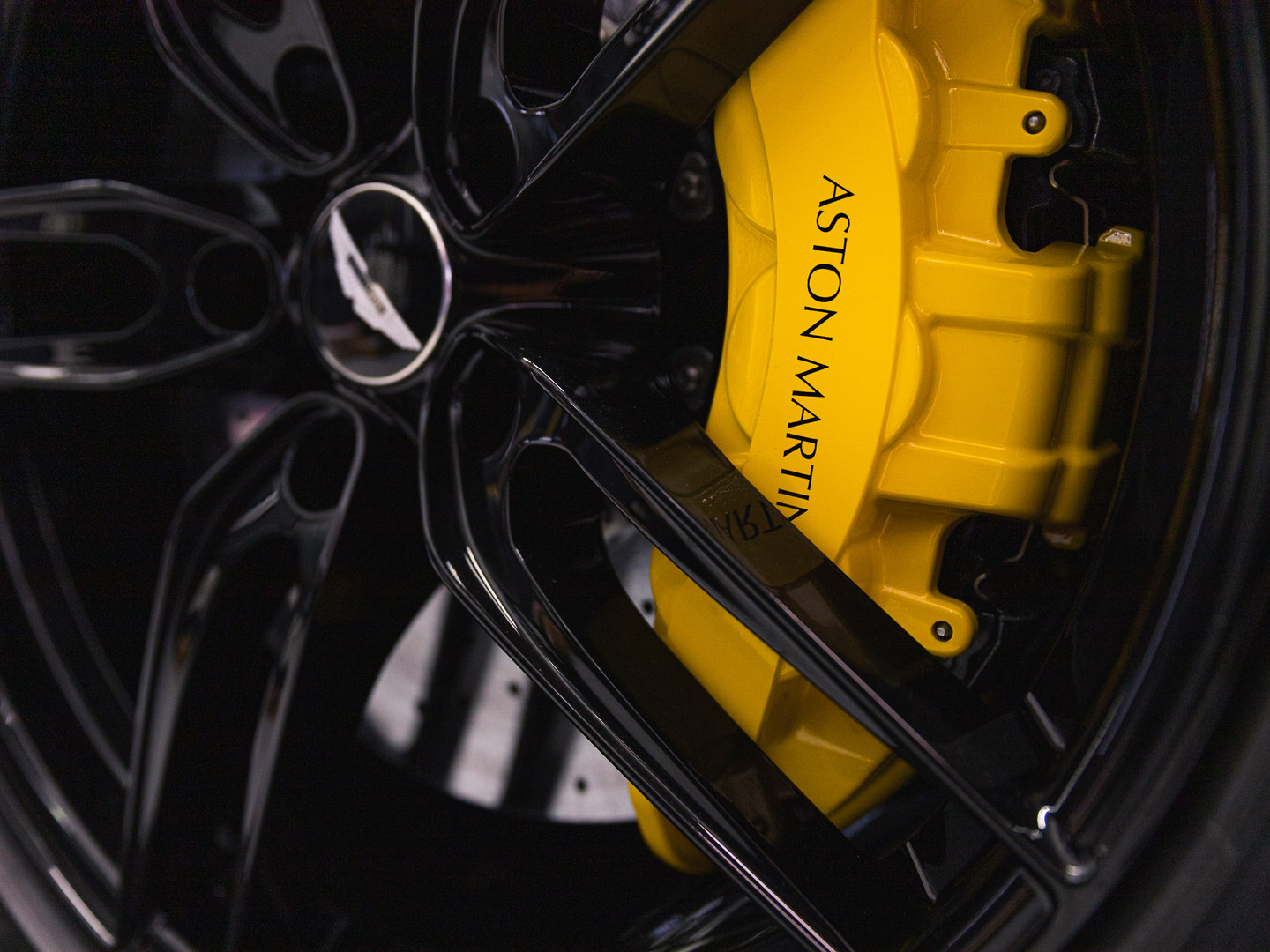 ASTON MARTIN POWDER COATING WHEEL MIAMI