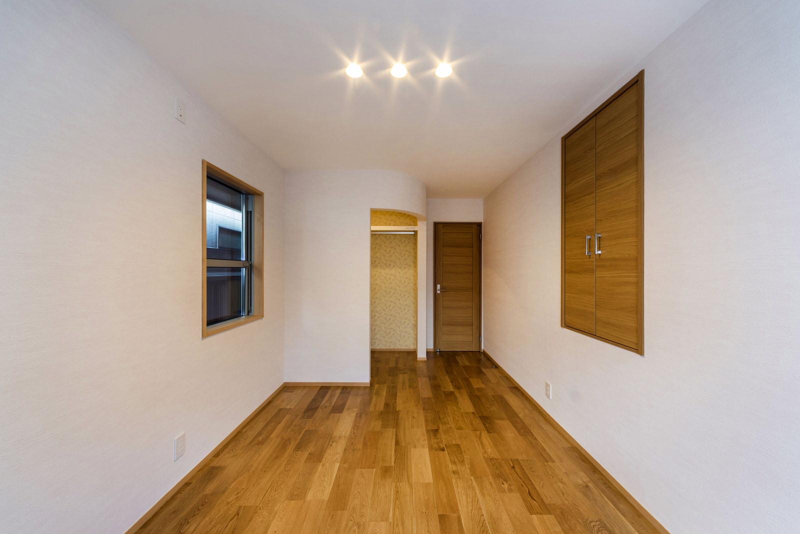 2階 寝 室