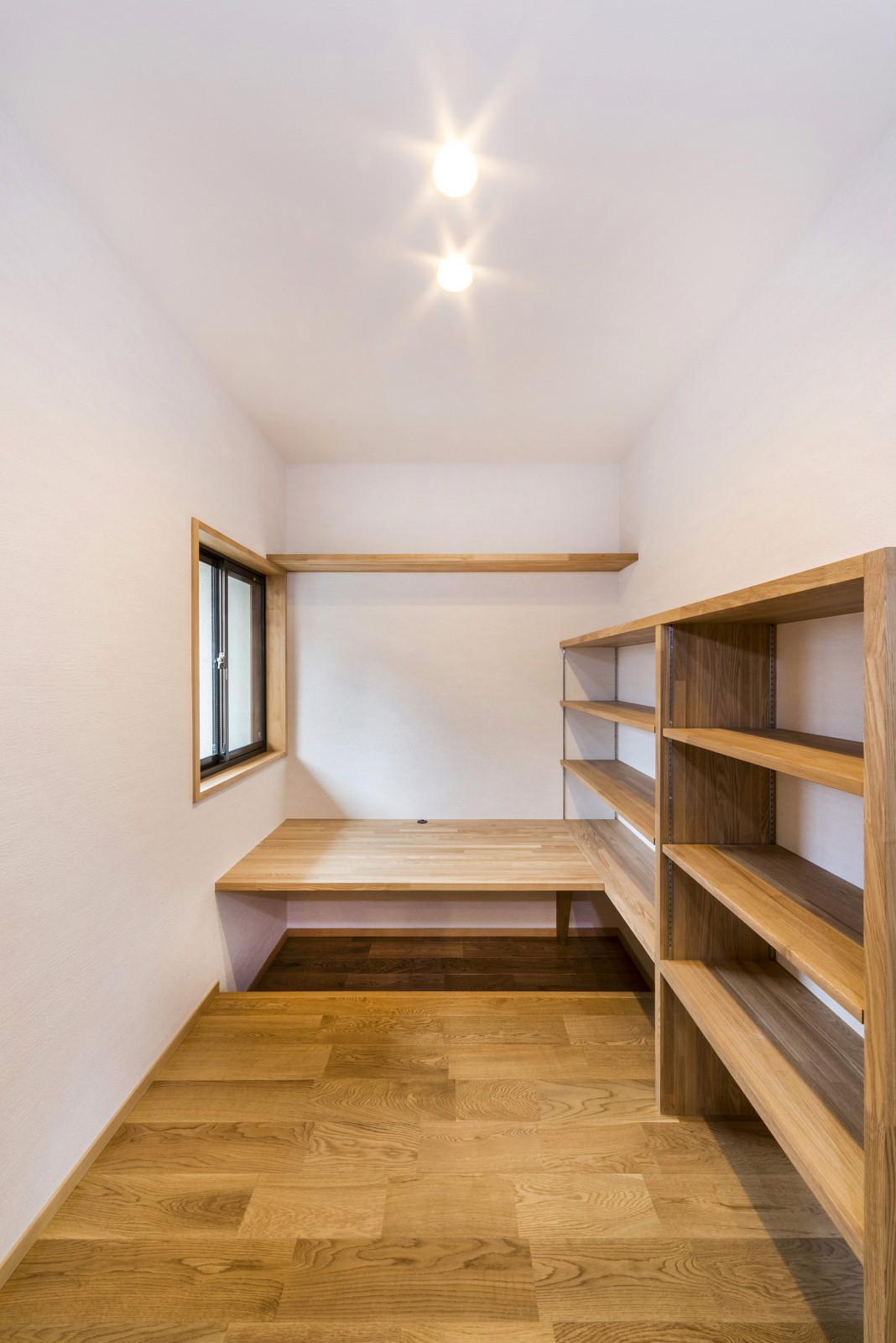 2階 書 斎