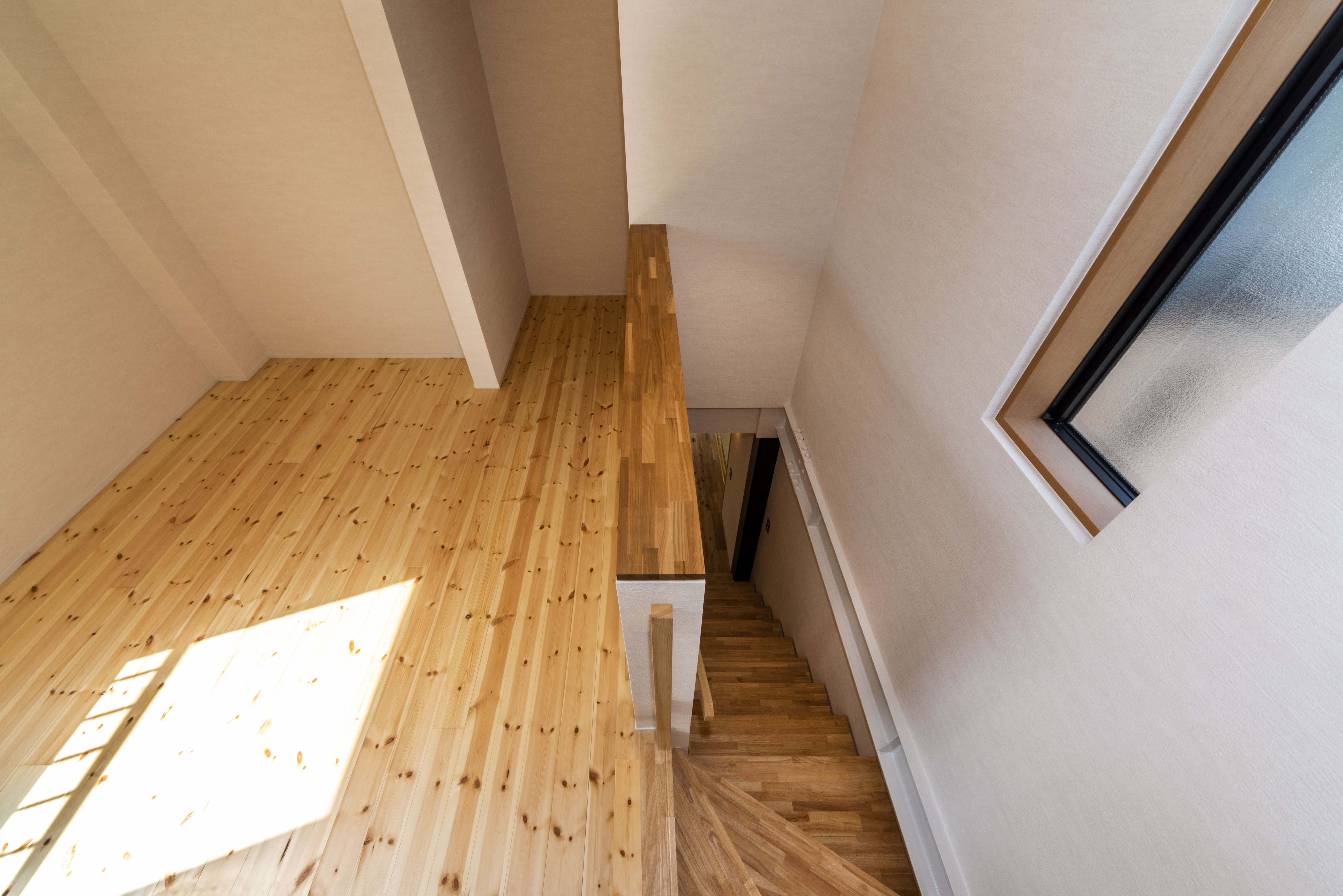 2階 階段と多目的スペース