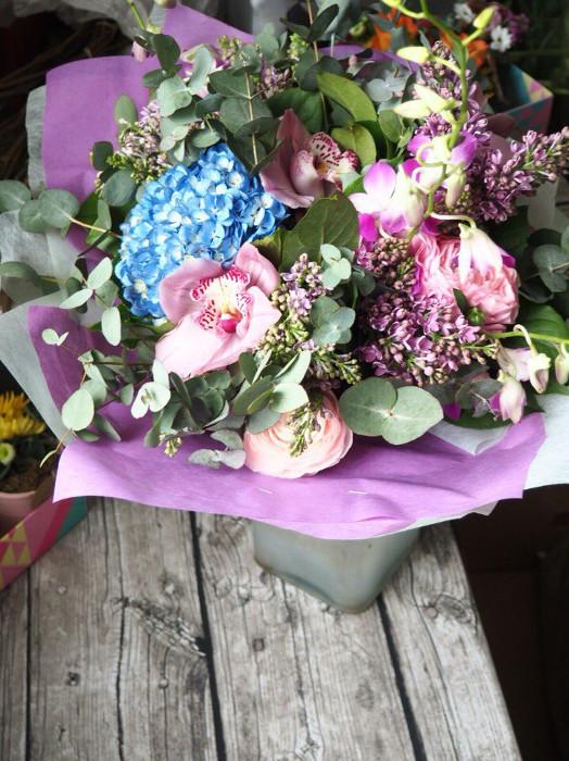 авторский букет цветов с сиренью