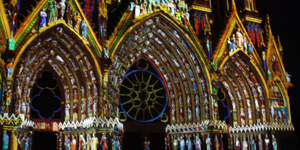 L'incroyable portail sous les jeux de lumières