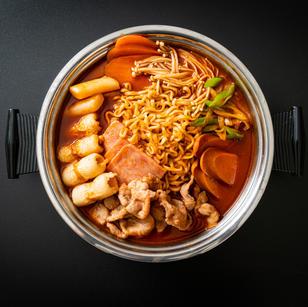 Budae-jjigae (Army-stew-Spicy-Sausage-Casserole)