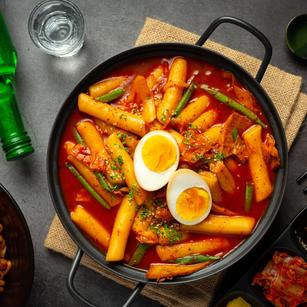 Tteokbokki (Spicy Stir-fried rice cakes)
