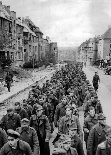 German soldiers retreating at Aachen in 1944