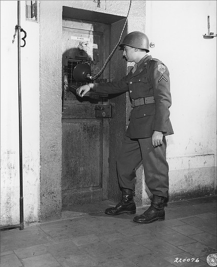 Each guard worked two hours on, four off for a 24 hour shift. At night, lights were used to illuminate prisoners as they slept – with their hands out of the blankets and on their backs not facing the wall/away from light