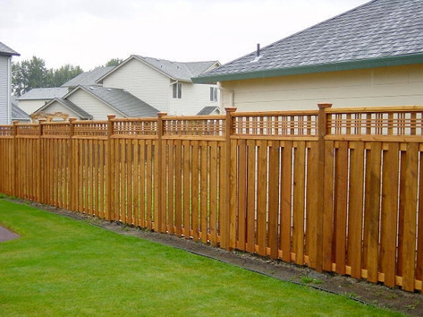 Good Neighbor Cedar Fence w/ Catalina Lattice Top