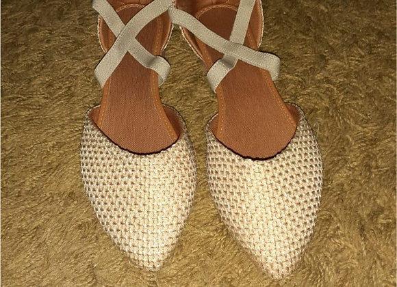Rasteira formato sapatilha